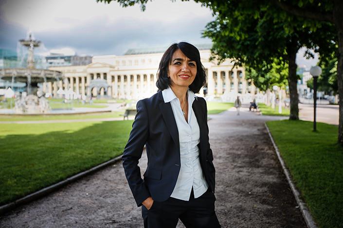 Landtagspräsidentin Frau Aras